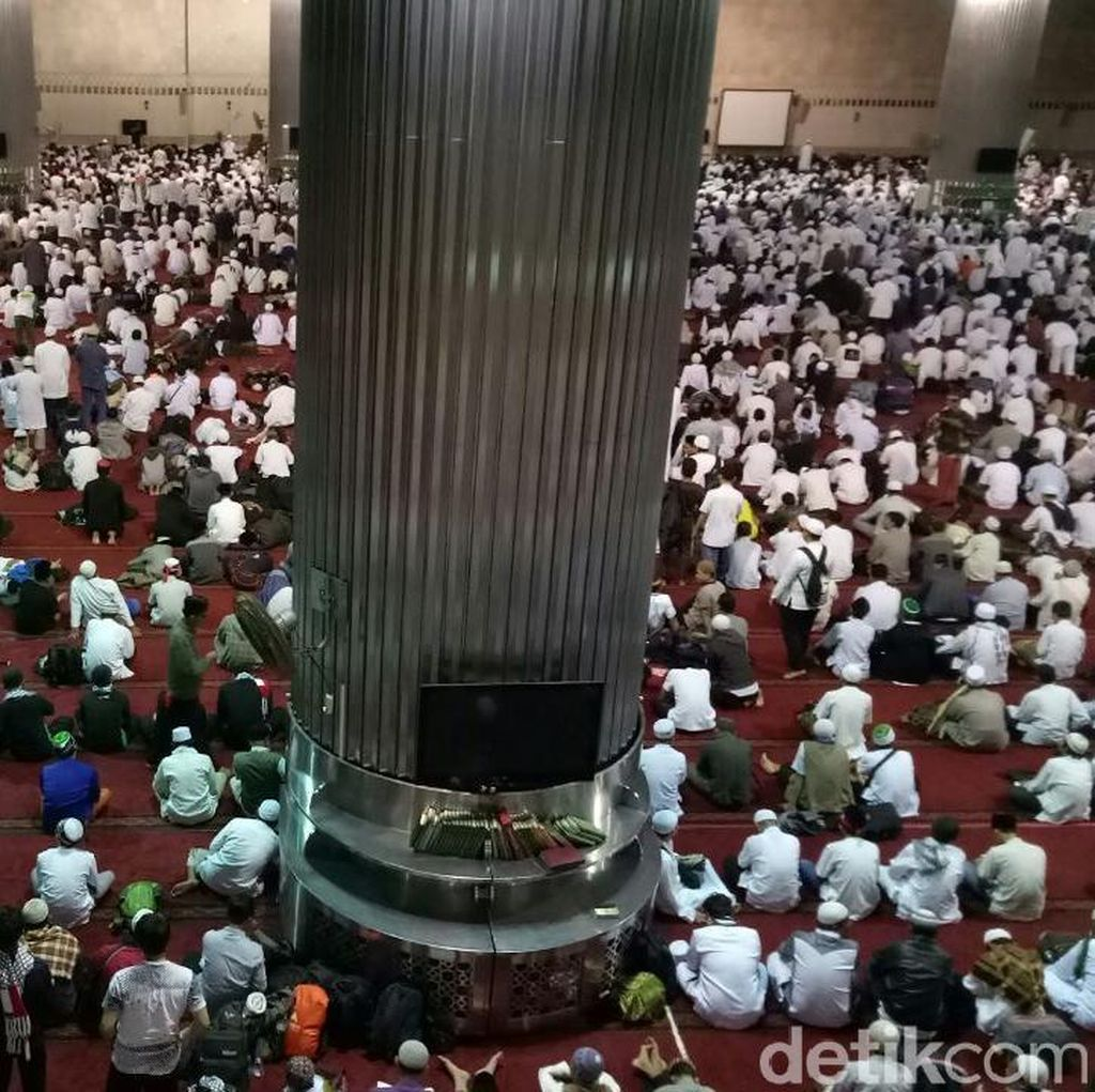Suasana di Masjid Istiqlal Saat Salat Subuh Aksi Bela Palestina