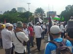 Massa Aksi Bela Palestina Mulai Bergeser ke Kantor Kedubes AS