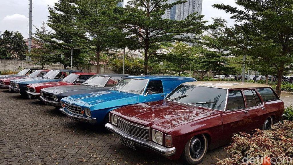 Mobil-mobil Antik Holden Ngumpul di Jakarta