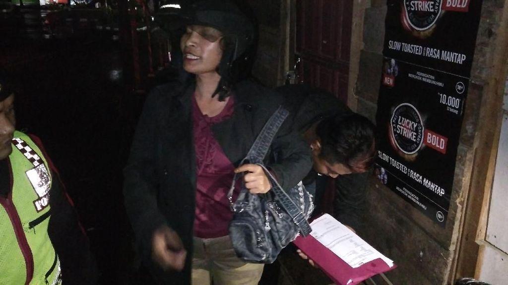 Ditangkap Polisi karena Jual Miras Online, Nenek Riska Protes