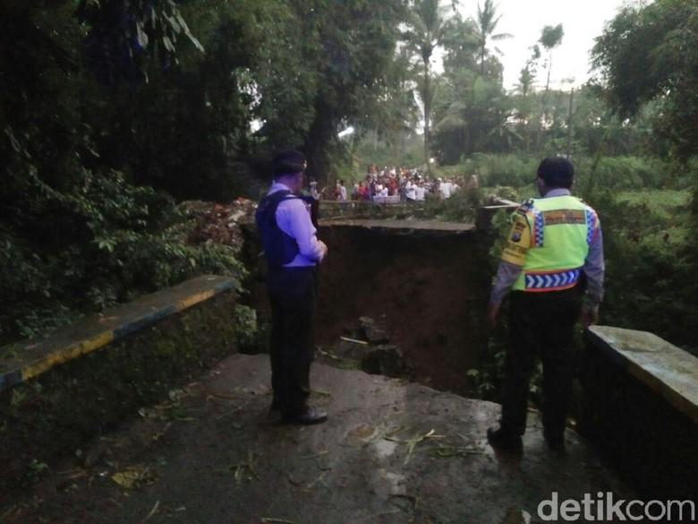 Jembatan Penghubung Antar Desa di Malang Ambruk, Ini Penyebabnya