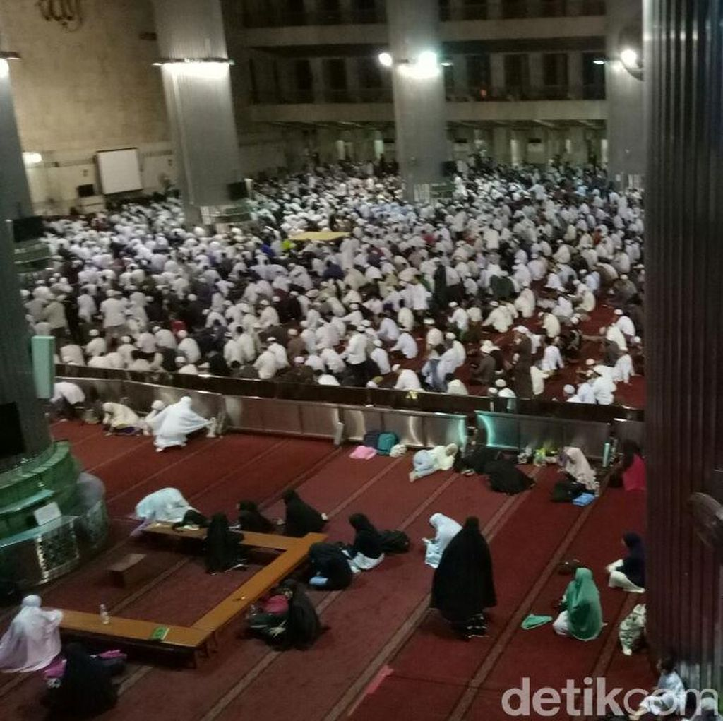 Usai Salat Subuh di Istiqlal, Massa Bela Palestina Bergerak ke Monas