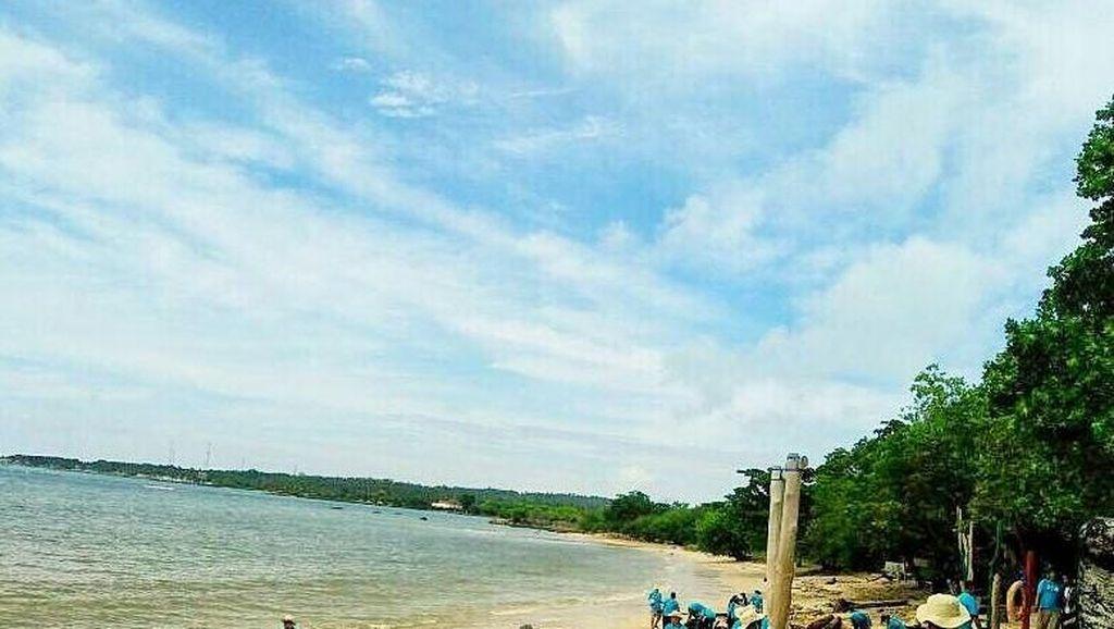 Komunitas Honda BR-V Peduli Lingkungan Pantai