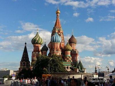 Lapangan Merah di Moskow yang Tidak Berwarna Merah