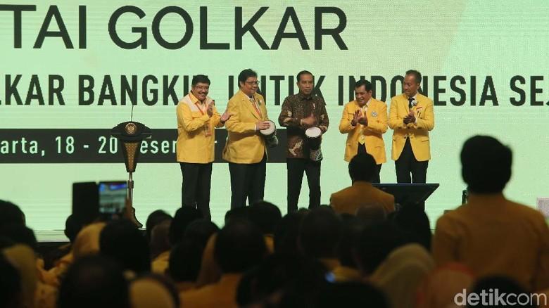 Soal Posisi Airlangga di Kabinet, Jokowi: Tunggu Munaslub