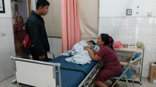 Korban yang selamat dalam perawatan di rumah sakit