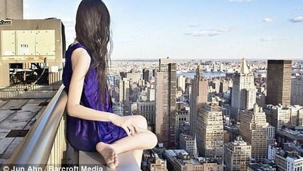 Deretan Foto Wanita Misterius Ini Bikin Dengkul Lemas