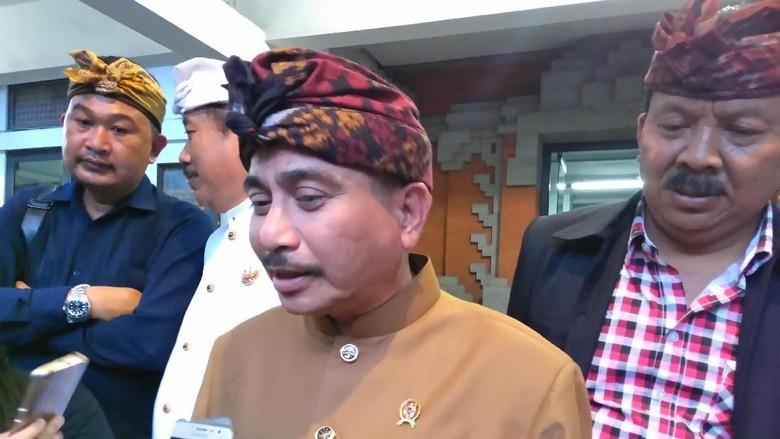 Foto: Menteri Pariwisata Arief Yahya berbaju cokelat (Prins David Saut/detikTravel)