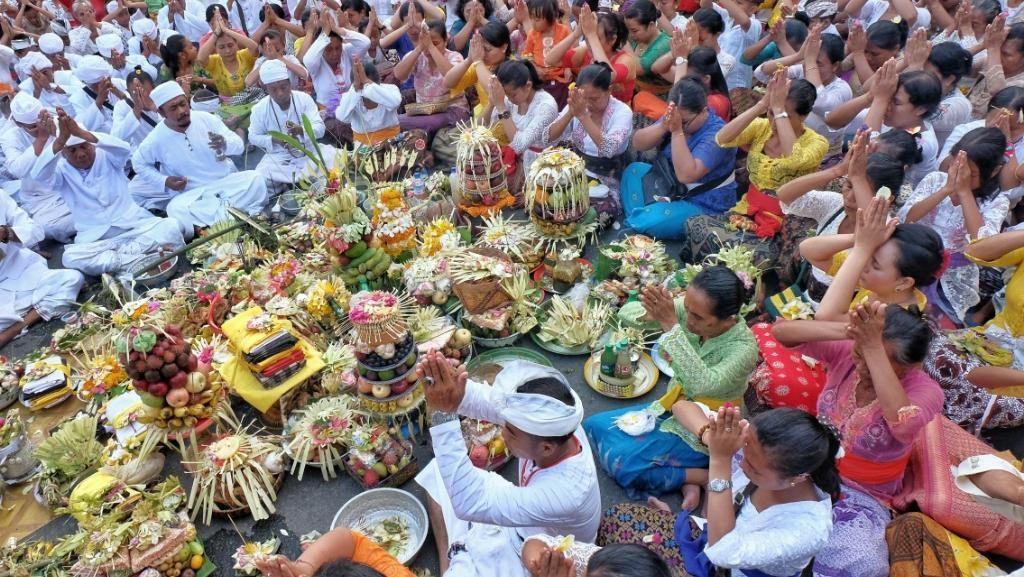 Upacara Adat Pujawali