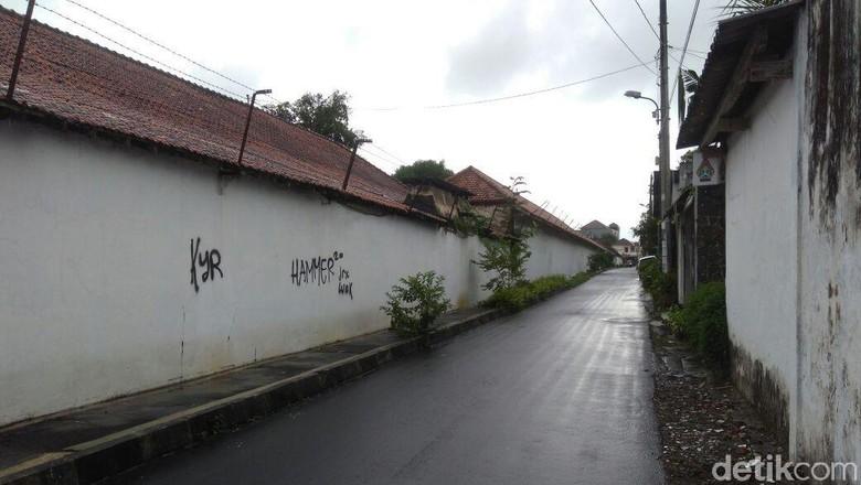 Tembok Pura Pakualaman Dicorat-coret, Trah Pakualam: Tangan Grathil!