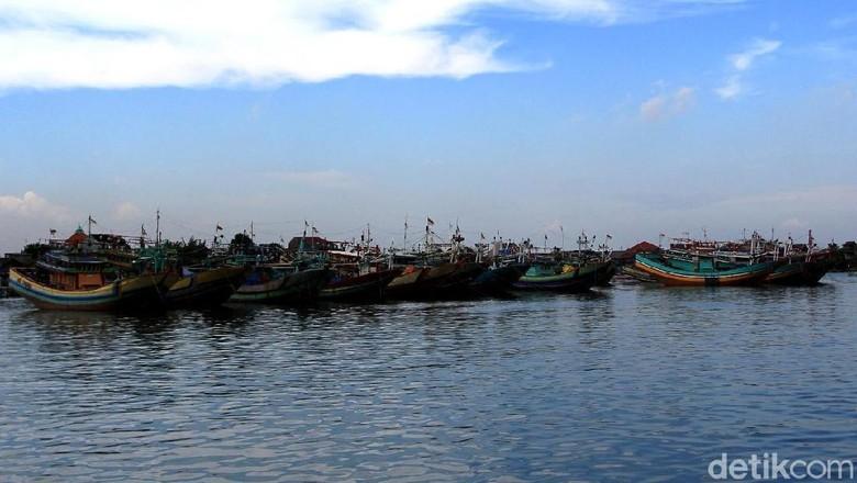 Penyeberangan Jepara-Karimunjawa Dihentikan Akibat Gelombang Tinggi