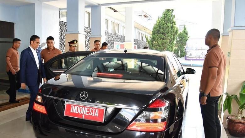 Foto: Saat Jokowi Beda Kostum dengan Paspampres Zaman Now