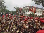 Usai Terima Brevet Kopassus, Panglima TNI Diarak ke Mobil
