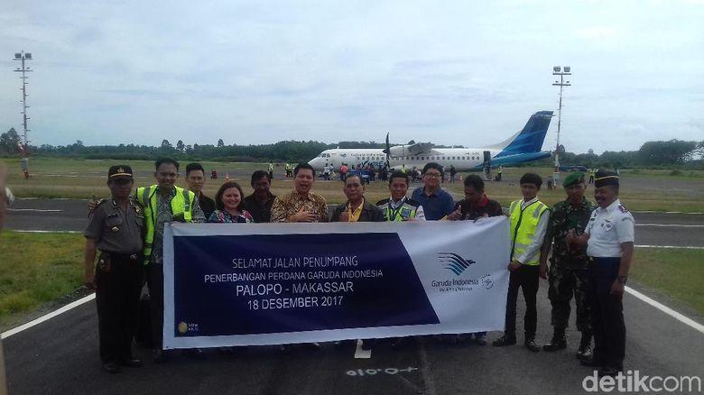 Penerbangan perdana Garuda di Bandara Bua (Jaya Hartawan/detikTravel)