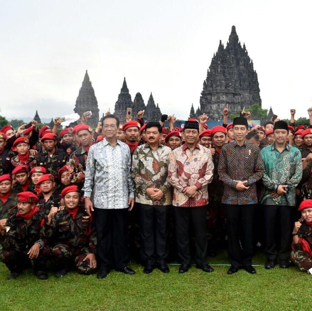 Potret Jokowi dan Sultan di Apel Kokam-Banser
