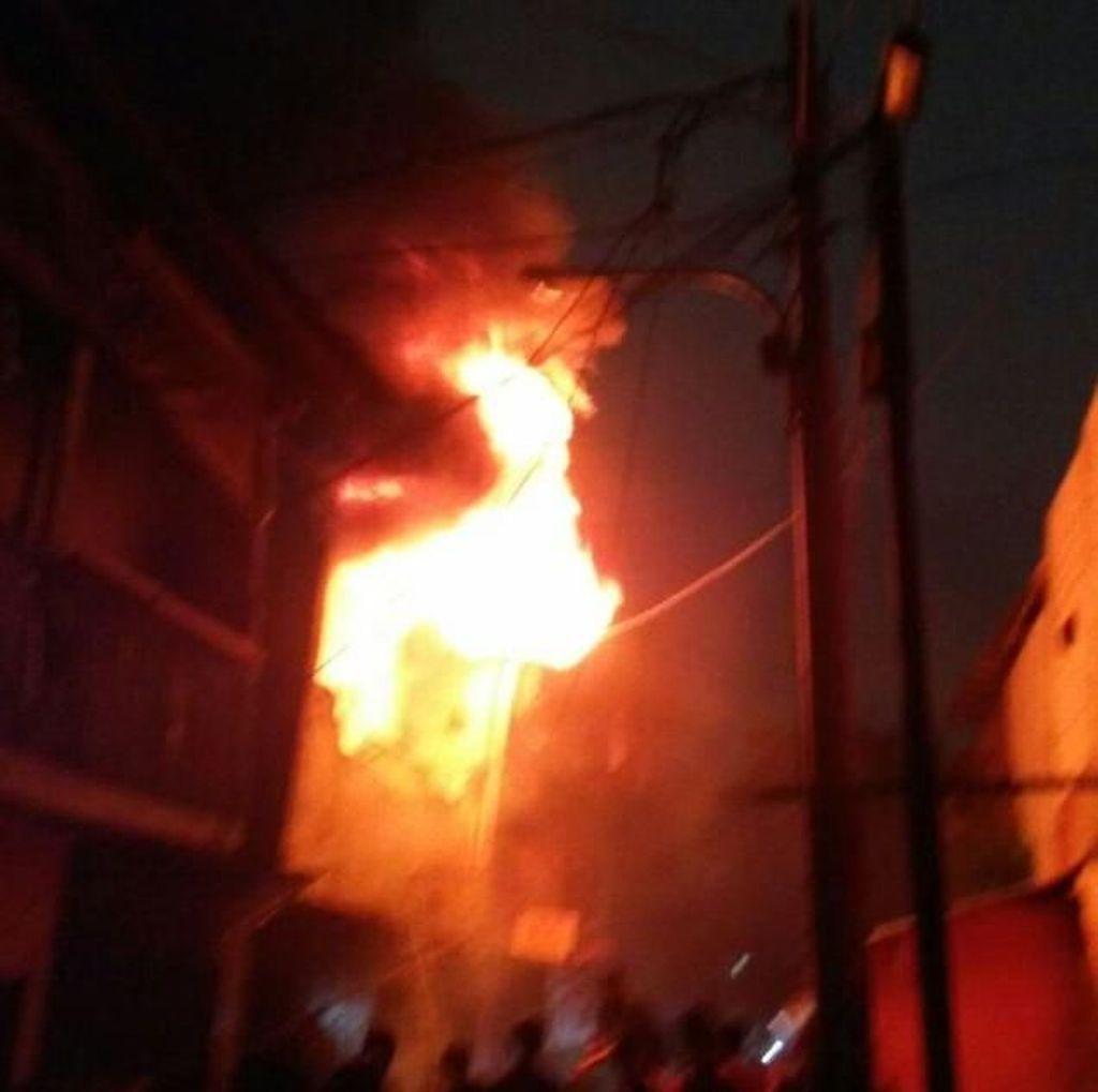 Rumah Terbakar di Tambora Jakbar, 16 Mobil Damkar Dikerahkan