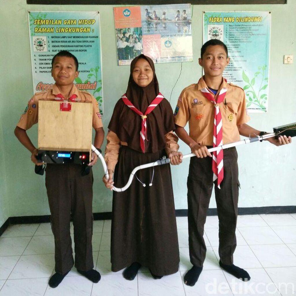 3 Pelajar SMPN di Ponorogo Temukan Alat Pemupukan Padi Hemat Tenaga
