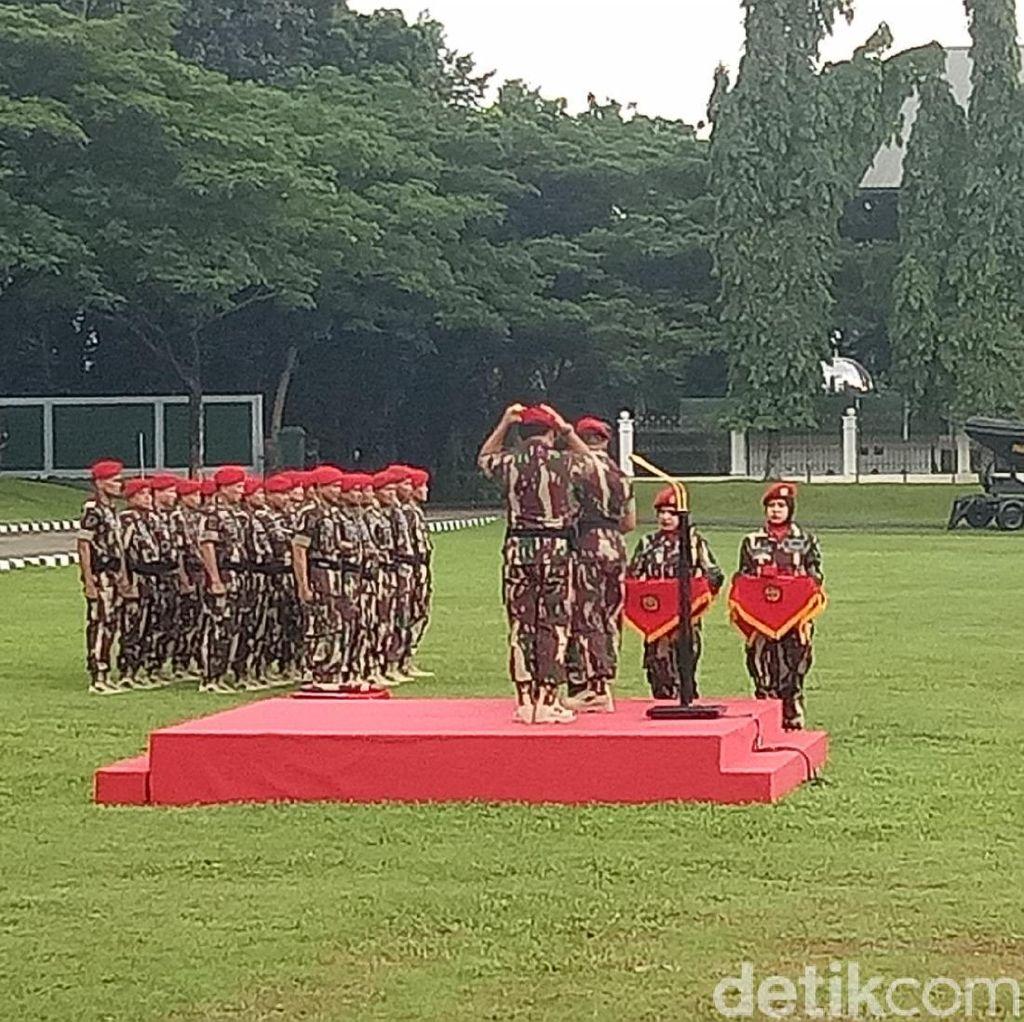 Panglima TNI Marsekal Hadi Terima Brevet Kehormatan dari Kopassus