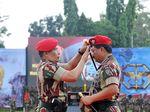 Foto: Ekspresi Panglima Marsekal Hadi Saat Dipakaikan Baret Merah