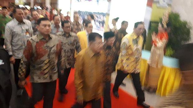 Bersama Megawati dan Habibie, Jokowi-JK Tiba di Munaslub Golkar