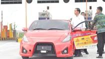 Lihat Jokowi Melaju Naik Mobil Listrik di Tol Sumo