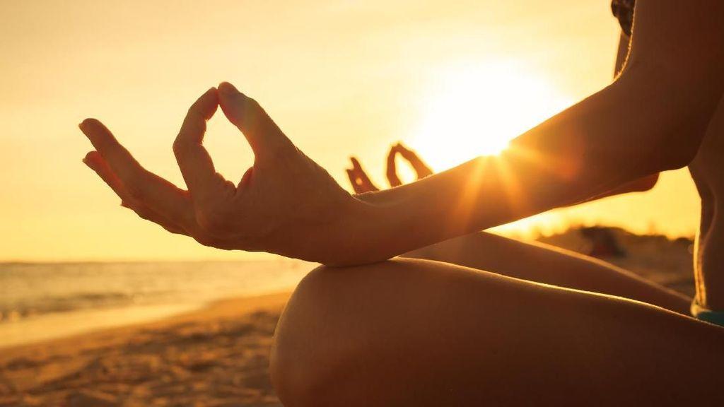 Wow! Yoga Wajah Ternyata Bisa Buat 3 Tahun Lebih Muda Lho