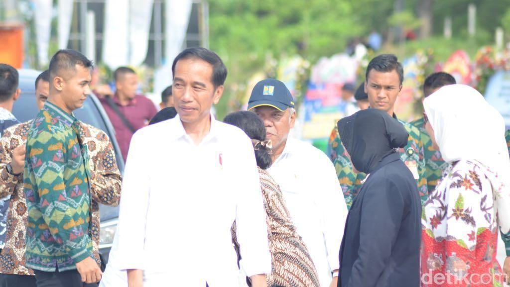 Di Facebook, Jokowi Pamerkan Kerennya Simpang Susun Jombang