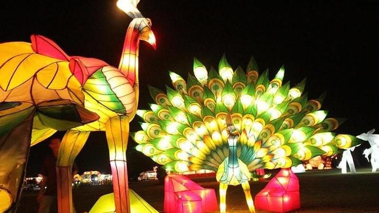 Foto: Lampion beraneka bentuk di Nusa Dua Light Festival (ITDC)