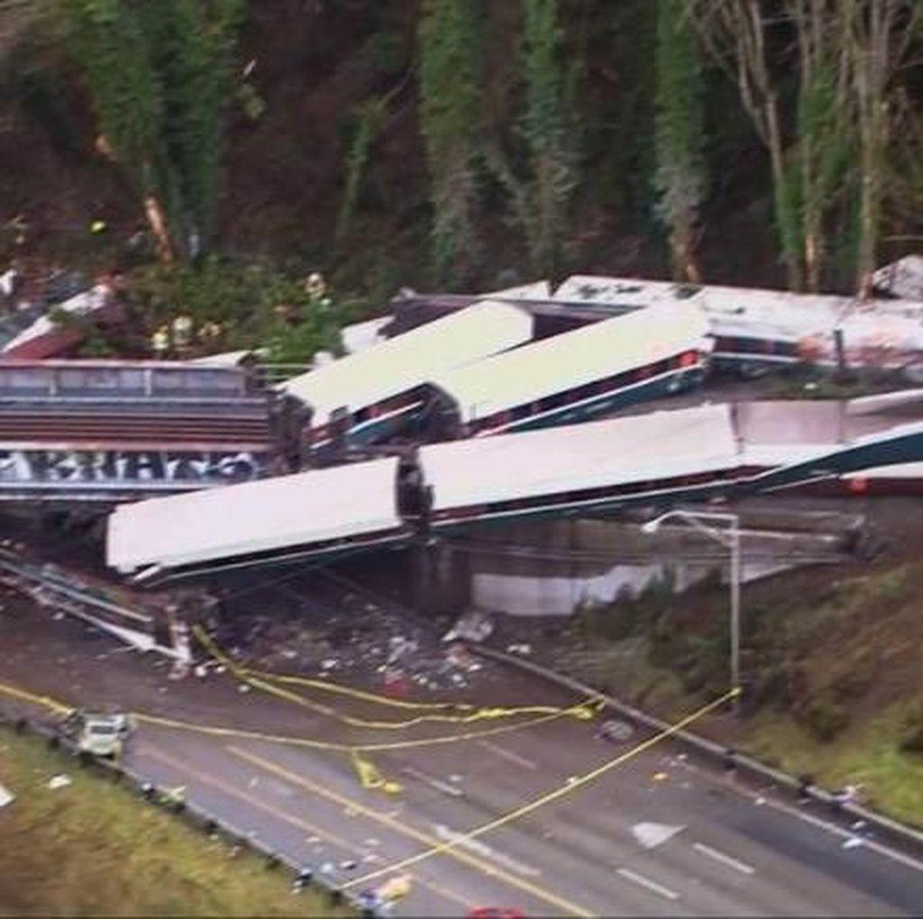 Kecelakaan Kereta Amtrak, 13 dari 14 Gerbong Jatuh dari Jembatan