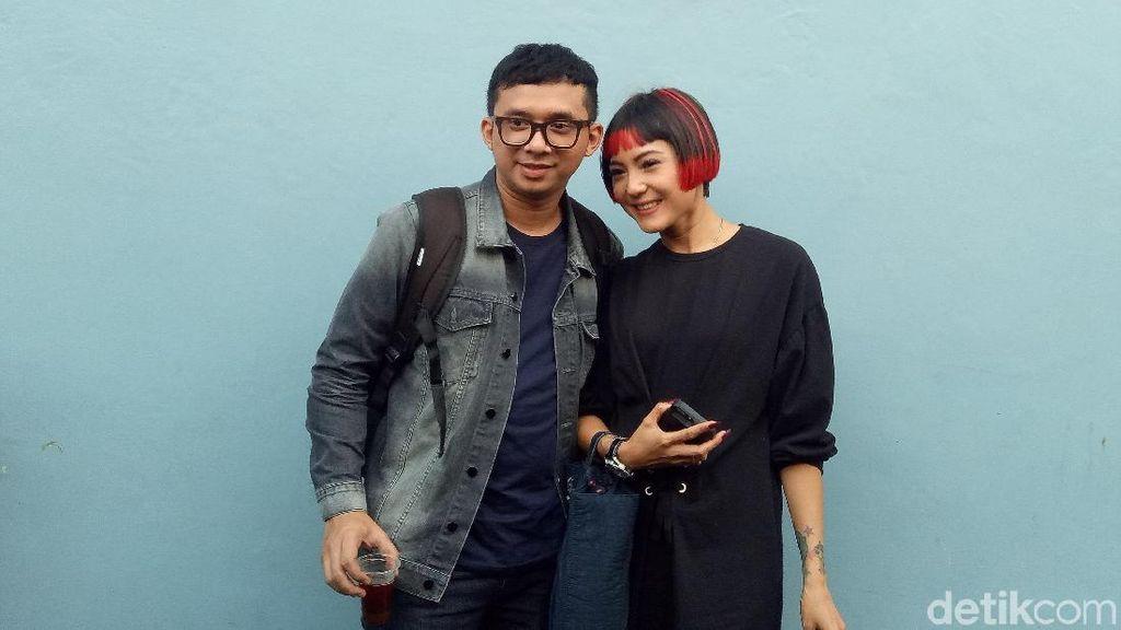 Poppy Sovia Prewedding di Halte TransJakarta