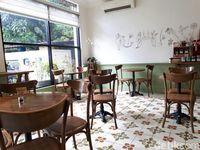 Chicory: Bersantai Menikmati Cappuccino dan <i>Mille-feuille</i> Cokelat Hazelnut