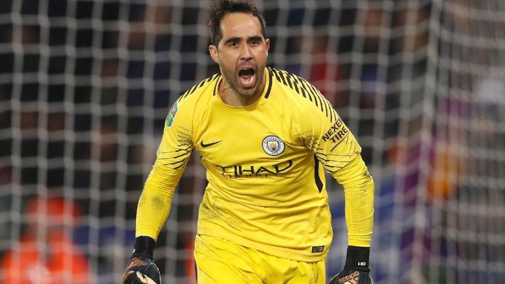 Bravo Jadi Kiper City di Final Piala Liga Inggris