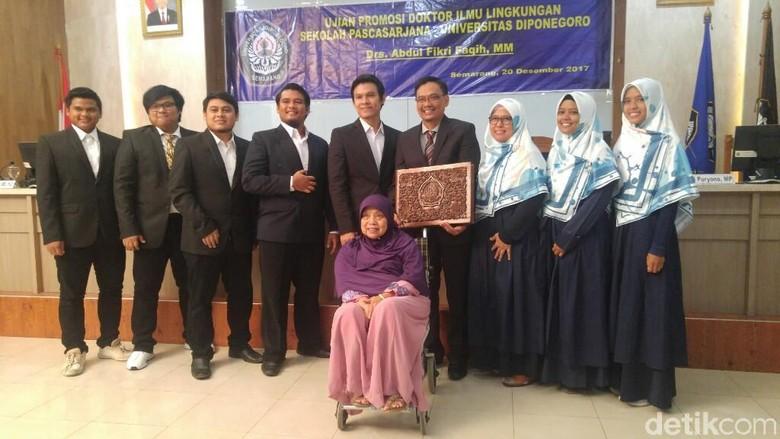 Wakil Komisi X DPR Raih Gelar Doktor di Undip Semarang