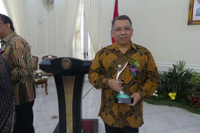 Foto: Direktur Jababeka Hyanto Wihadhi menerima penghargaan (Dok. Jababeka)