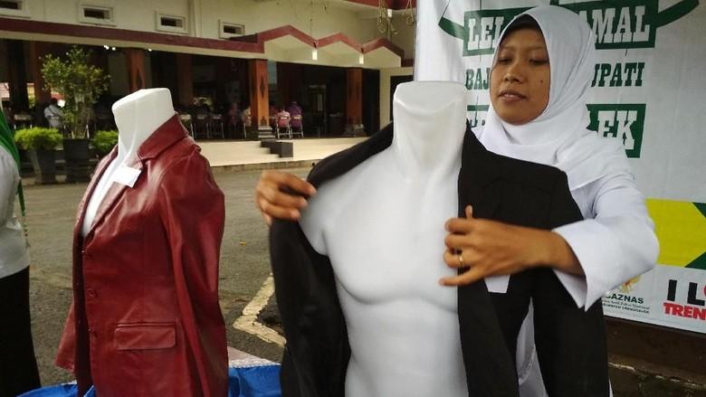 Baju Bekas Wabup Trenggalek Dilelang, Hasilnya Untuk Amal