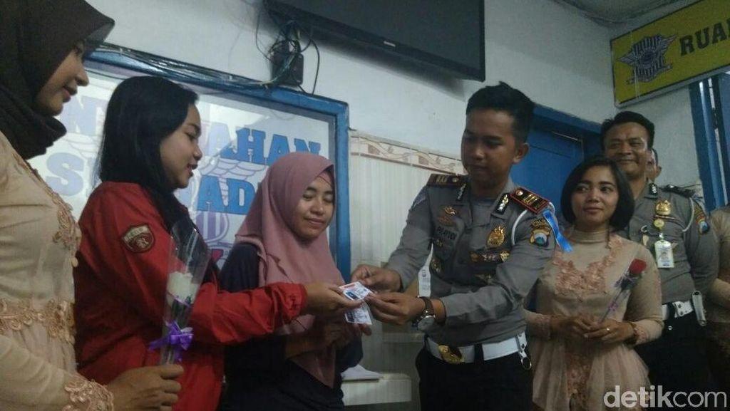 Hore... Pemohon SIM Perempuan di Polres Probolinggo Digratiskan