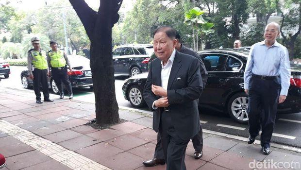 Menteri hingga Pengusaha Mulai Datang ke Rumah Duka Sukamdani Sahid