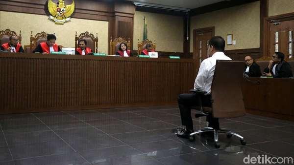 Hakim Sebut Markus, Miryam, Akom, dan Jafar Terima Jatah e-KTP