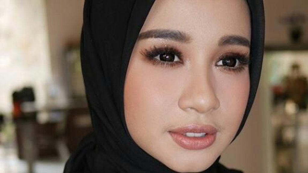 Cantik-cantik Berkumis, Ini 6 Artis Wanita Indonesia yang Punya Kumis Tipis