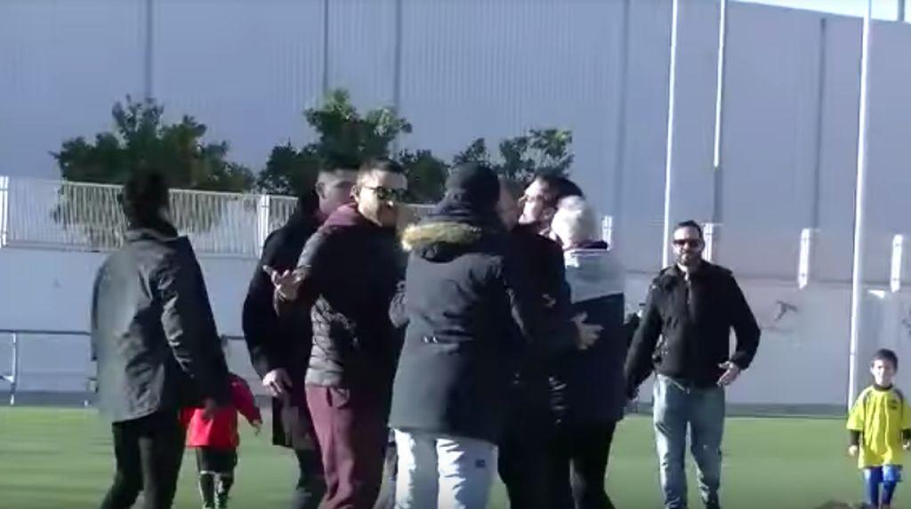 Pertandingan Sepakbola Anak-anak Ricuh karena Para Ayah Saling Pukul