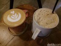 Hot latte dan es kopi krim yang jadi rekomendasi.