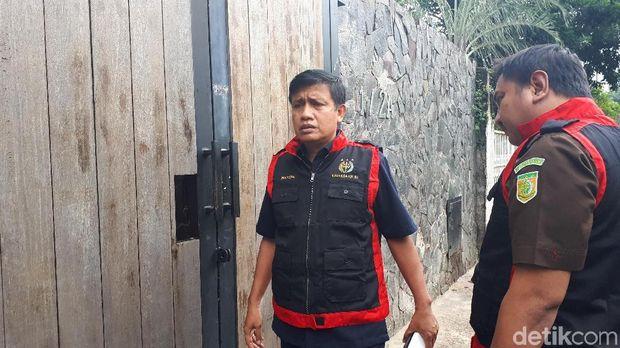 Tim penyidik Kejaksaan Tinggi Kepulauan Riau mendatangi rumah mewah terkait kasus korupsi dana asuransi PNS Pemkot Batam, Kamis (21/12/2017)