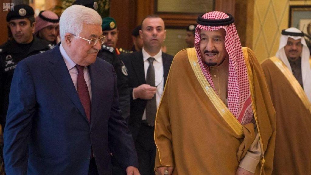 Momen Pertemuan Raja Salman dengan Presiden Palestina di Saudi