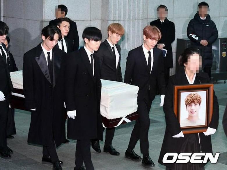 Keluarga dan Artis SM Hantar Kepergian Jonghyun SHINee dengan Air Mata