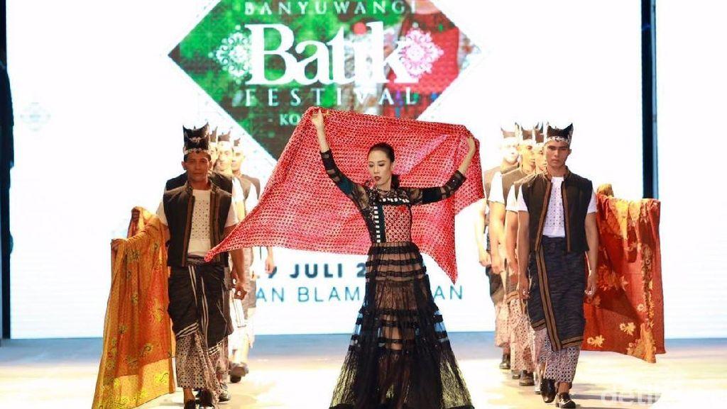 Suka Baju Pakai Batik Atau Jas, Ini Jawaban Bupati Anas