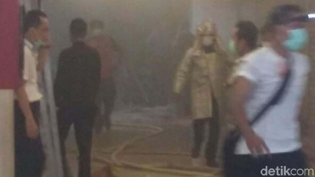 Gerai Makanan di Mal Ciputra Semarang Terbakar