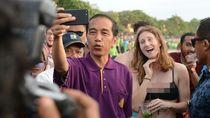 Foto: Buktikan Bali Aman, Jokowi Selfie Bareng Bule