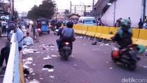Foto: Mobil dan Motor Bisa Melintas di Depan Stasiun Tanah Abang