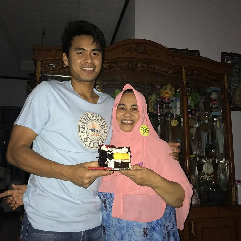 Tontowi Ahmad Ingin Membahagiakan Ibu Setiap Waktu