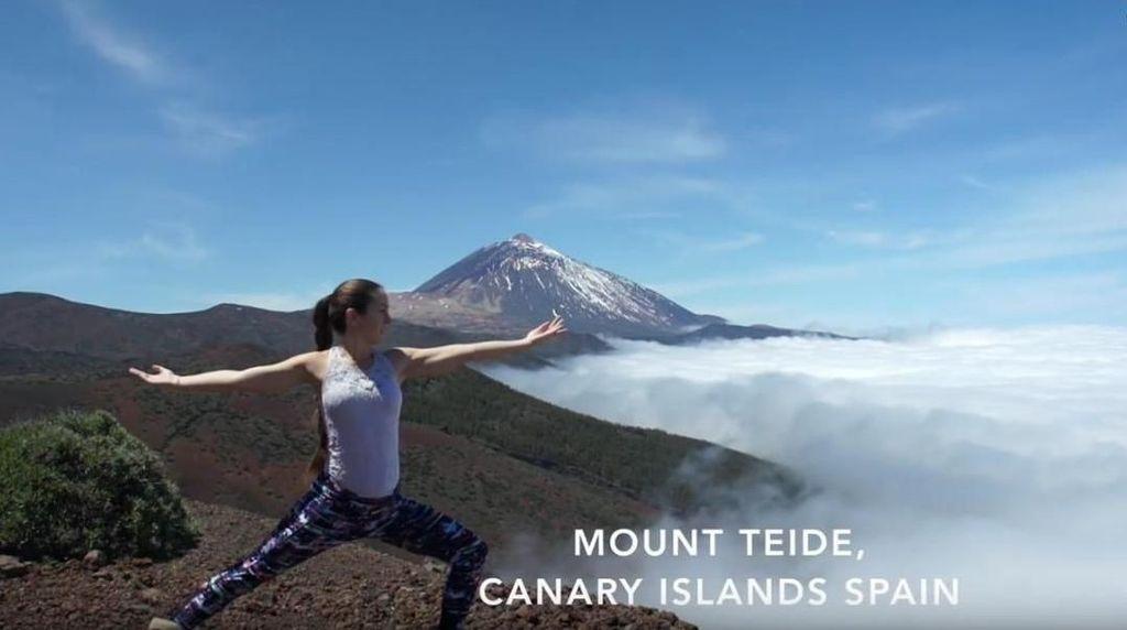 Foto: Bule Cantik Keliling Dunia Sambil Yoga